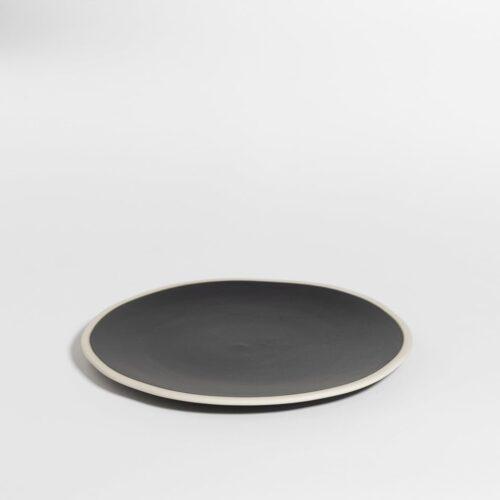 groot bord in zwarte peperkleur