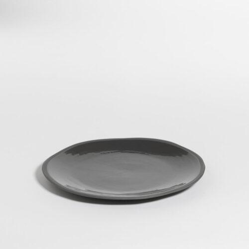 groot bord in zwar olijvenkleur
