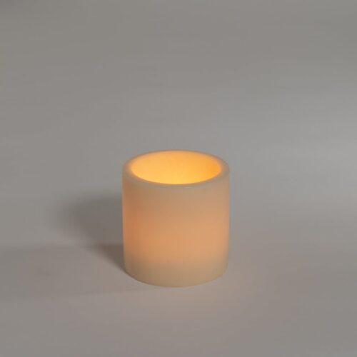 kaarslamp branden in creme kleur