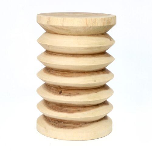 houten kruk bewerkt aan de zijkant als ribbels