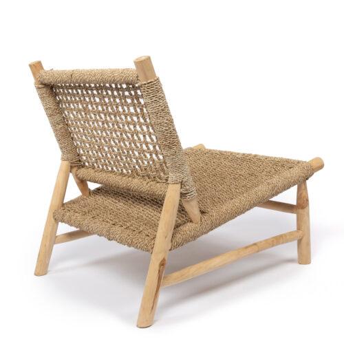 houten loungestoel schuin van achteren gefotografeerd